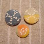 型染めくるみボタン 花織